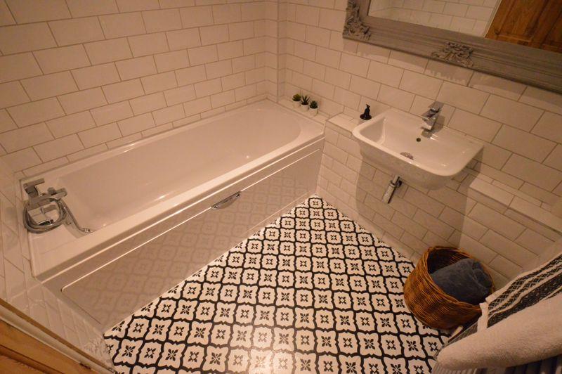 3 bedroom Mid Terrace to buy in Trowbridge Gardens, Luton - Photo 9