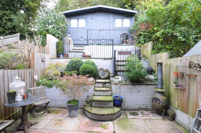 3 bedroom Mid Terrace to buy in Trowbridge Gardens, Luton - Photo 11
