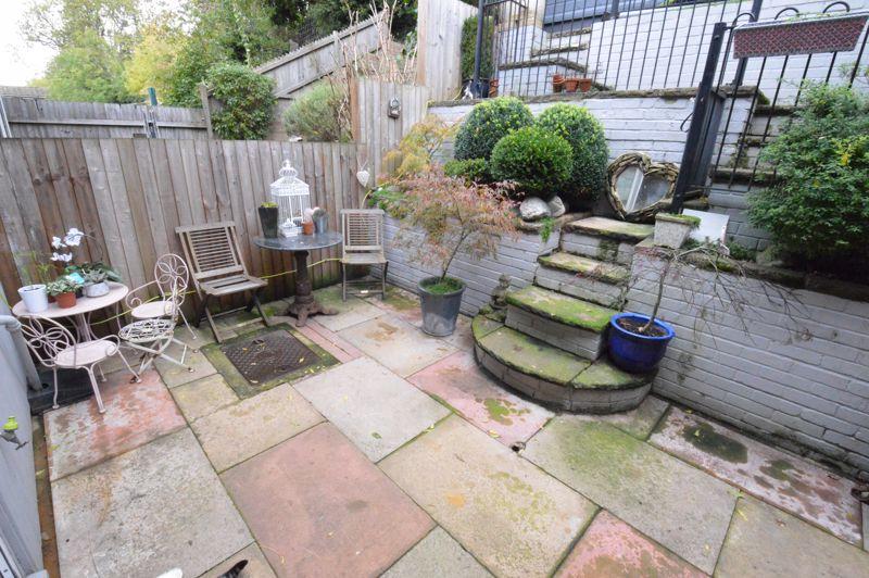 3 bedroom Mid Terrace to buy in Trowbridge Gardens, Luton - Photo 12