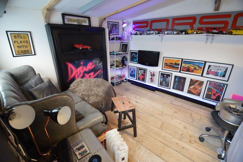 3 bedroom Mid Terrace to buy in Trowbridge Gardens, Luton - Photo 13