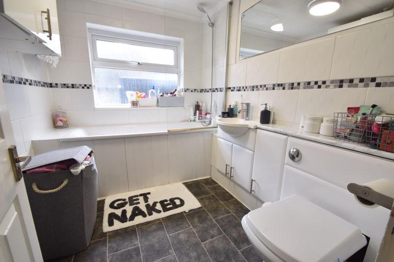 3 bedroom Mid Terrace to buy in Frederick Street, Luton - Photo 5
