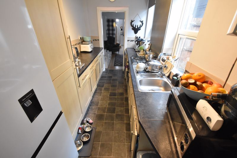 3 bedroom Mid Terrace to buy in Frederick Street, Luton - Photo 6