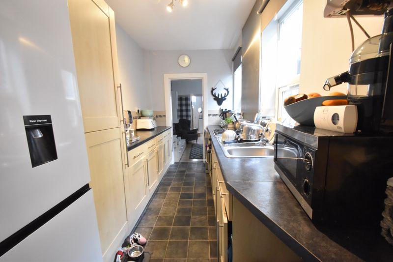 3 bedroom Mid Terrace to buy in Frederick Street, Luton - Photo 7