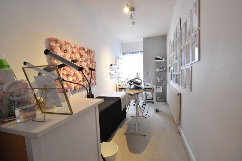 3 bedroom Mid Terrace to buy in Frederick Street, Luton - Photo 8