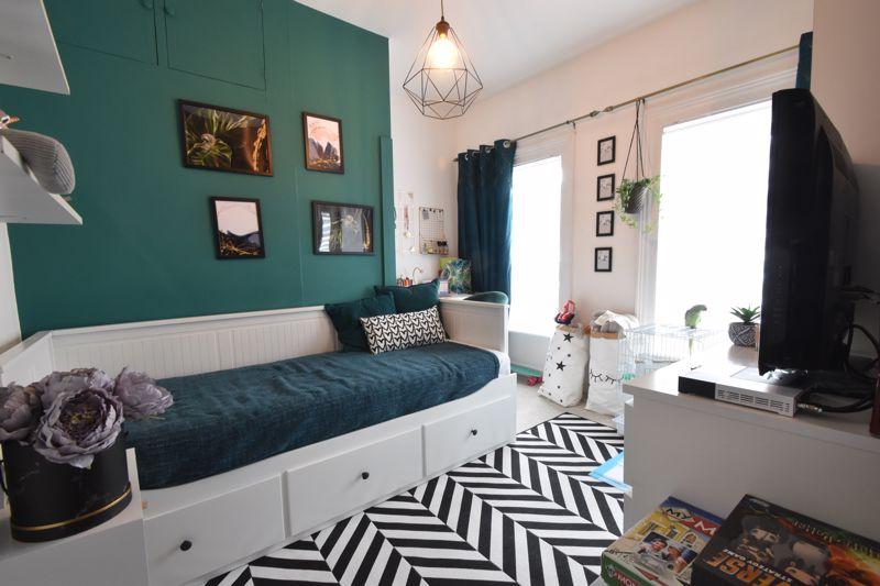 3 bedroom Mid Terrace to buy in Frederick Street, Luton - Photo 12