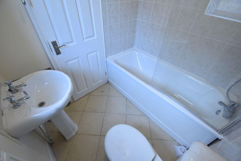 2 bedroom Mid Terrace to buy in Hartley Road, Luton - Photo 5