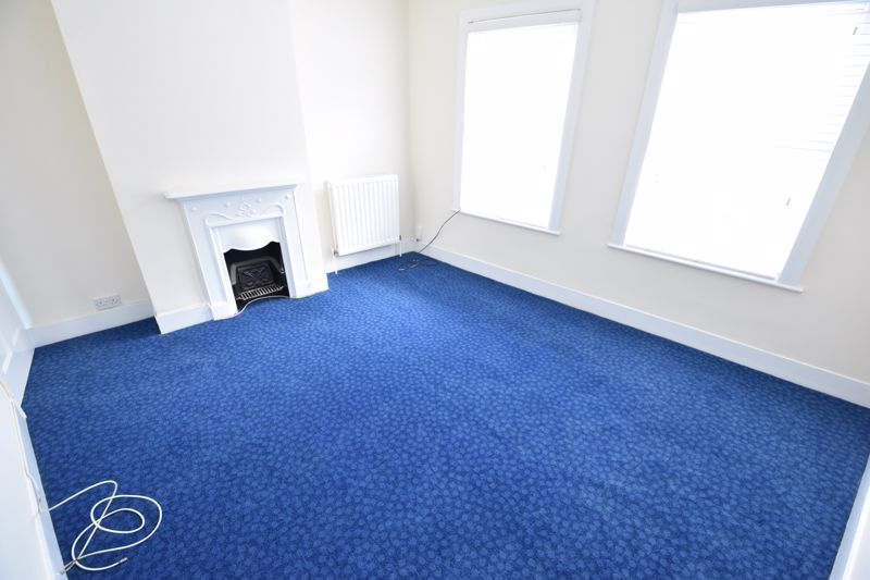 2 bedroom Mid Terrace to buy in Hartley Road, Luton - Photo 6