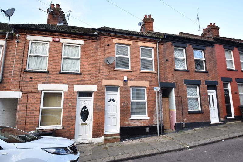 2 bedroom Mid Terrace to buy in Hartley Road, Luton - Photo 1