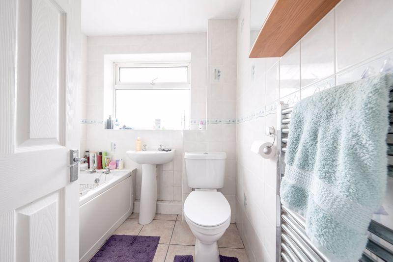 3 bedroom  to buy in Beaconsfield, Luton - Photo 6