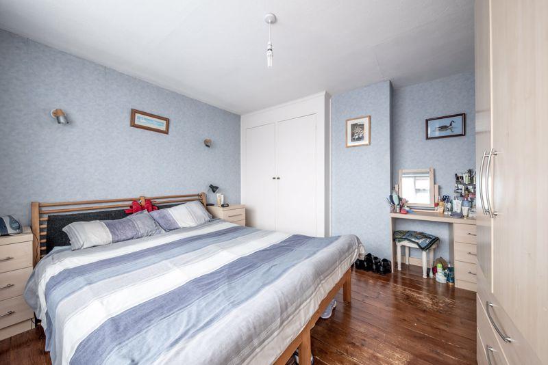 3 bedroom  to buy in Beaconsfield, Luton - Photo 8