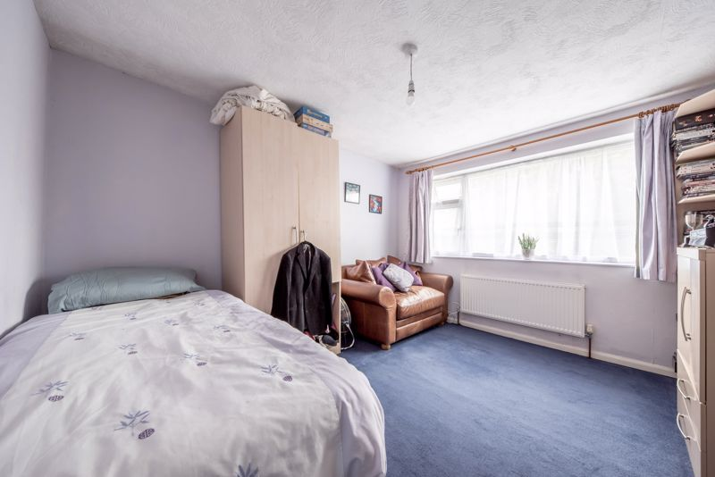 3 bedroom  to buy in Beaconsfield, Luton - Photo 9
