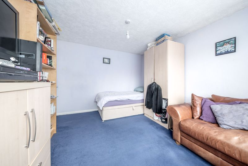 3 bedroom  to buy in Beaconsfield, Luton - Photo 10