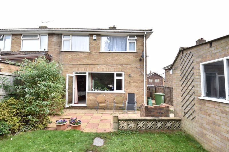 3 bedroom  to buy in Beaconsfield, Luton - Photo 3