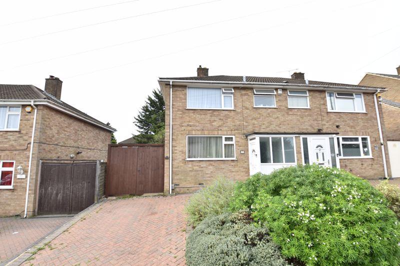 3 bedroom  to buy in Beaconsfield, Luton