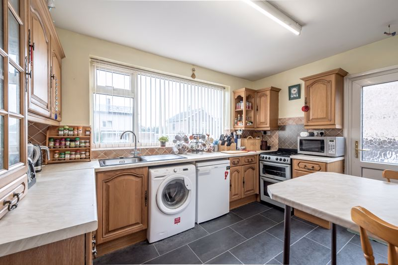 3 bedroom  to buy in Beaconsfield, Luton - Photo 12