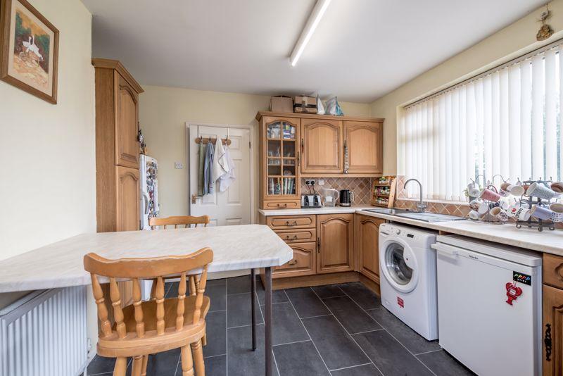3 bedroom  to buy in Beaconsfield, Luton - Photo 13