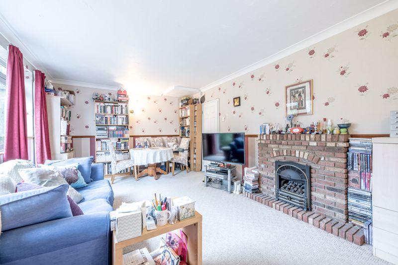 3 bedroom  to buy in Beaconsfield, Luton - Photo 17