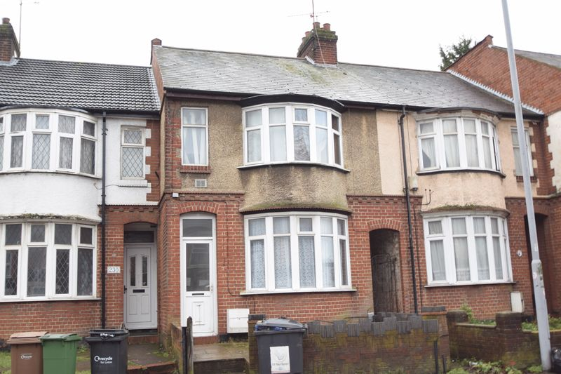 5 bedroom Mid Terrace to buy in Park Street, Luton