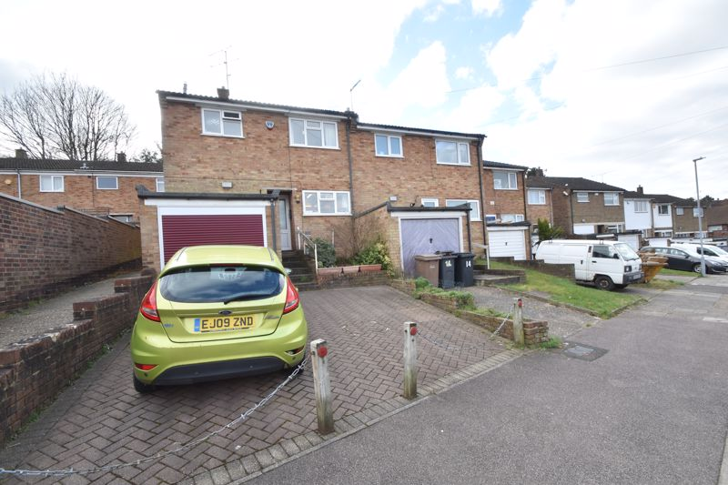 3 bedroom End Terrace to buy in Hunts Close, Luton