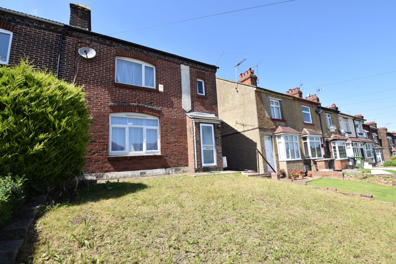 4 bedroom Semi-Detached  to rent in Turners Road South, Luton