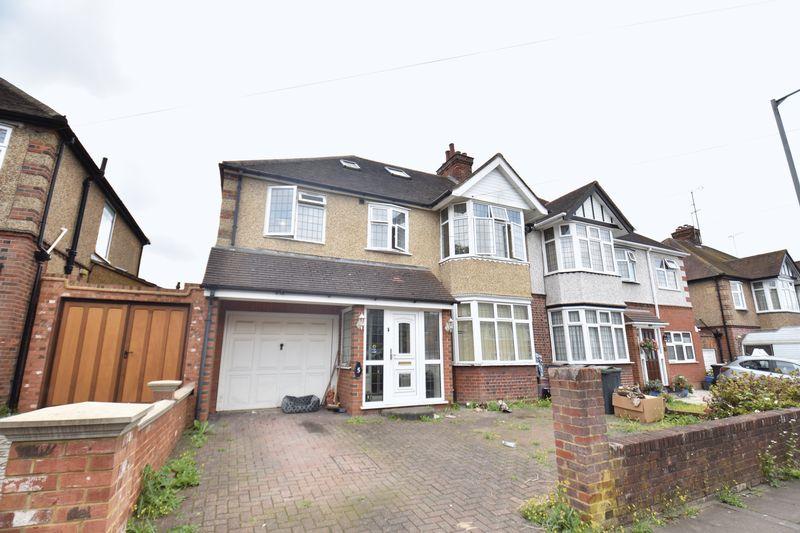 6 bedroom Semi-Detached  to rent in Westbury Gardens, Luton