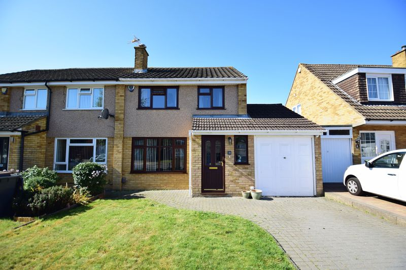 3 bedroom Semi-Detached  to buy in Edgewood Drive, Luton