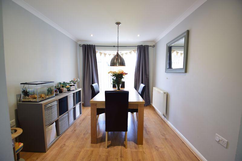 3 bedroom Semi-Detached  to buy in Edgewood Drive, Luton - Photo 3
