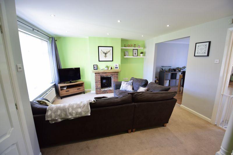 3 bedroom Semi-Detached  to buy in Edgewood Drive, Luton - Photo 4