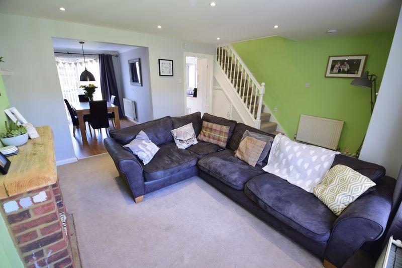 3 bedroom Semi-Detached  to buy in Edgewood Drive, Luton - Photo 6