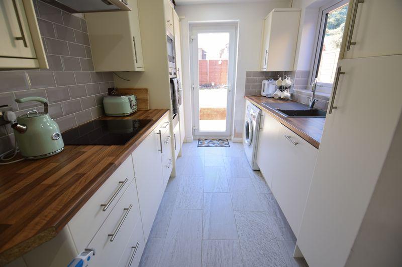3 bedroom Semi-Detached  to buy in Edgewood Drive, Luton - Photo 7