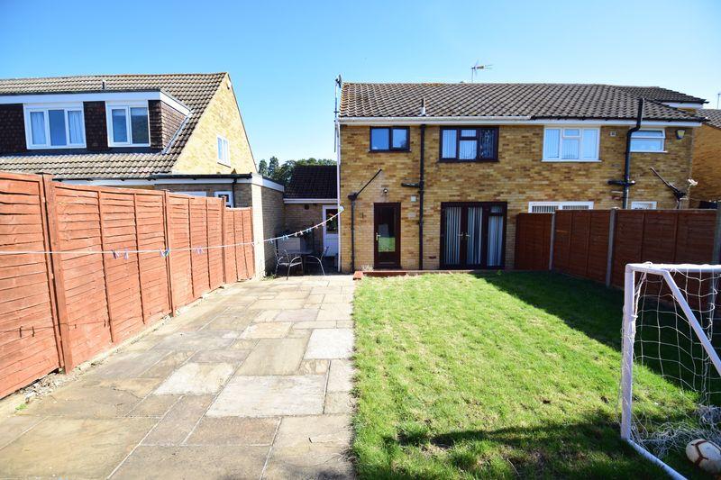3 bedroom Semi-Detached  to buy in Edgewood Drive, Luton - Photo 9