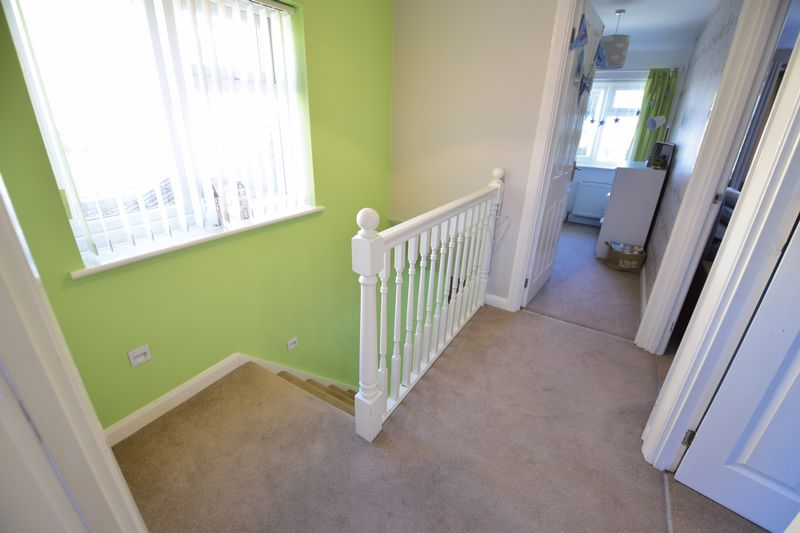 3 bedroom Semi-Detached  to buy in Edgewood Drive, Luton - Photo 12