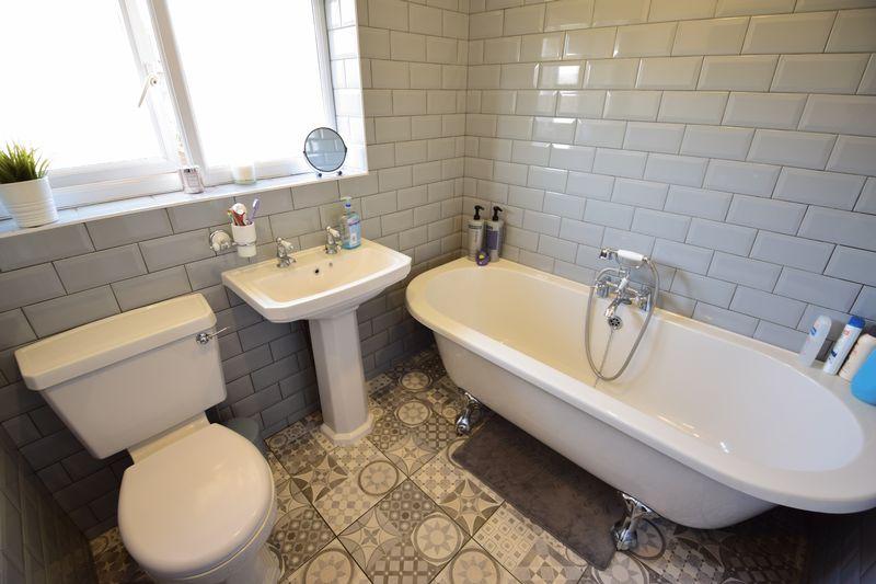3 bedroom Semi-Detached  to buy in Edgewood Drive, Luton - Photo 15