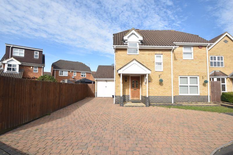 3 bedroom Detached  to buy in Lavender Close, Luton