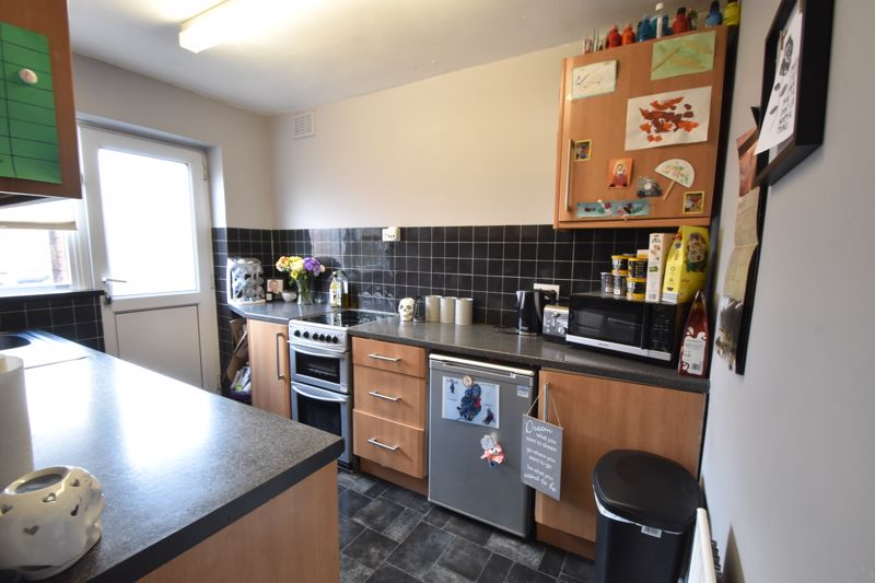2 bedroom Maisonette to buy in Turners Road North, Luton - Photo 6