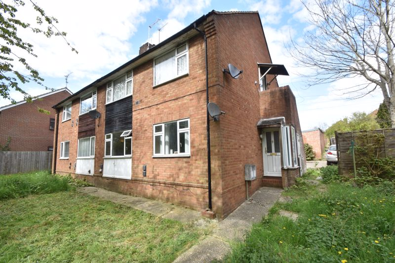 2 bedroom Maisonette to buy in Turners Road North, Luton