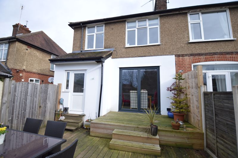 3 bedroom Semi-Detached  to buy in Wychwood Avenue, Luton - Photo 4