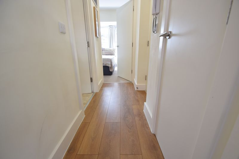 1 bedroom  to buy in Collingdon Street, Luton - Photo 4