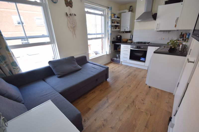 1 bedroom  to buy in Collingdon Street, Luton - Photo 5