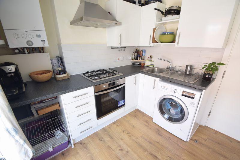 1 bedroom  to buy in Collingdon Street, Luton - Photo 6
