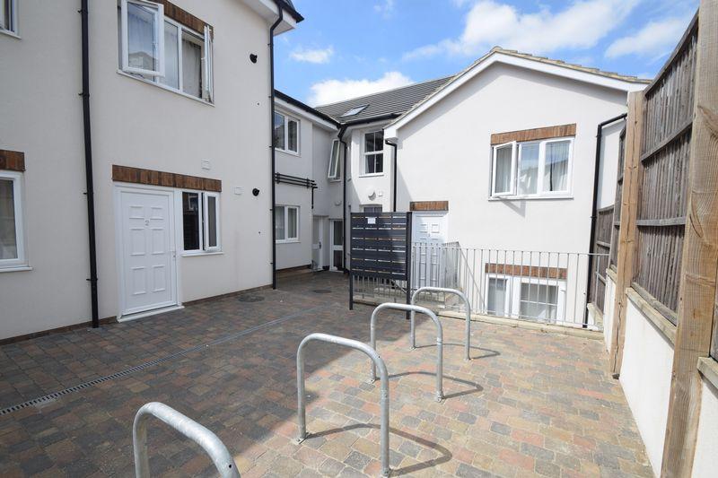 1 bedroom  to buy in Collingdon Street, Luton - Photo 7