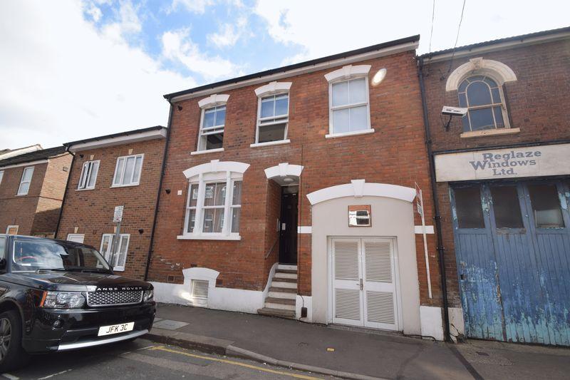 1 bedroom  to buy in Collingdon Street, Luton - Photo 10