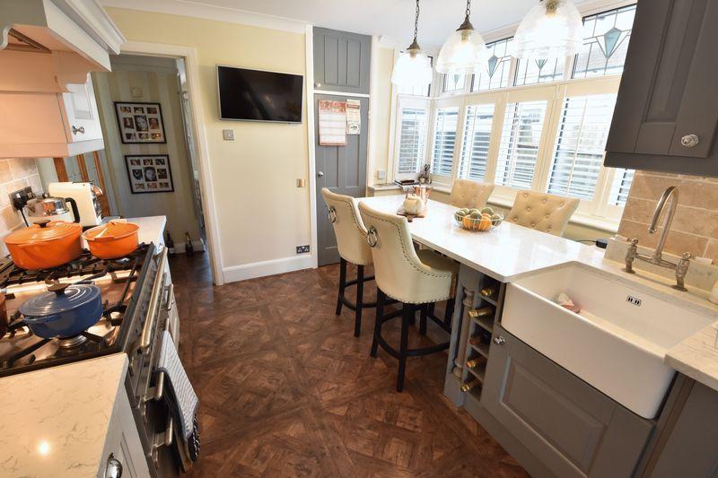 3 bedroom Semi-Detached  to buy in Cutenhoe Road, Luton - Photo 4