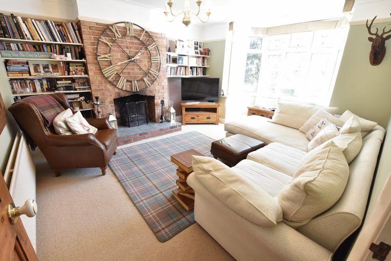 3 bedroom Semi-Detached  to buy in Cutenhoe Road, Luton - Photo 6