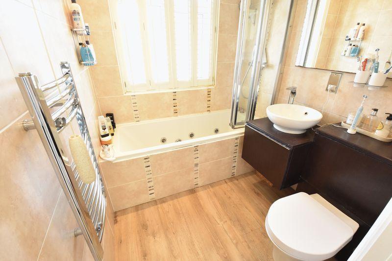 3 bedroom Semi-Detached  to buy in Cutenhoe Road, Luton - Photo 8