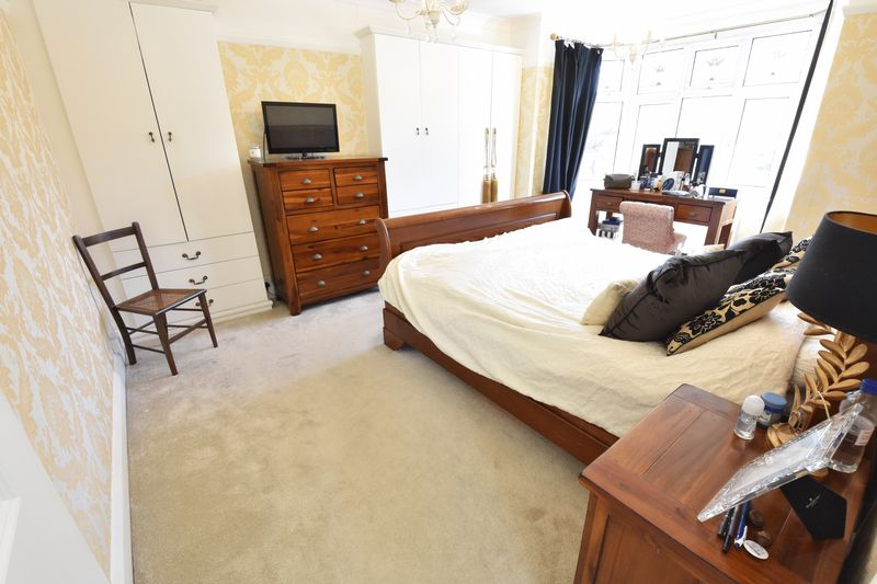 3 bedroom Semi-Detached  to buy in Cutenhoe Road, Luton - Photo 10