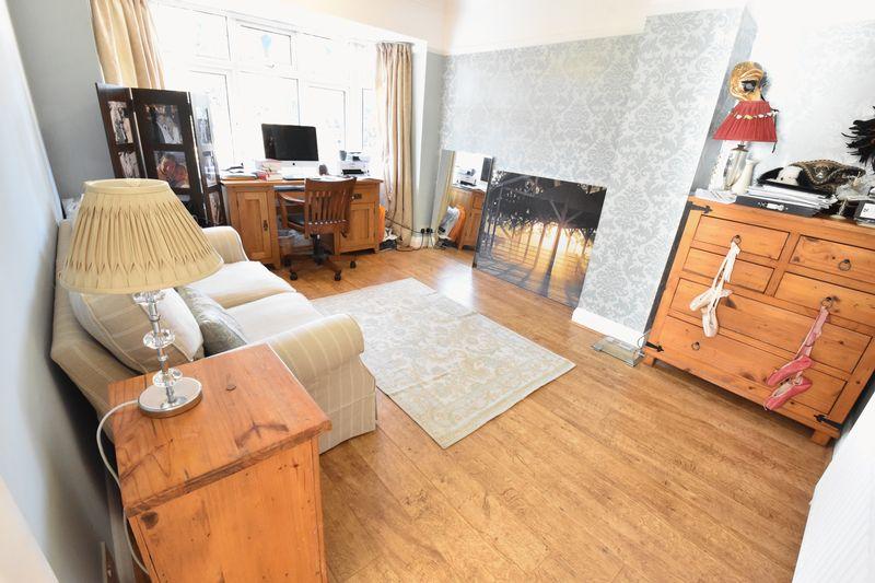3 bedroom Semi-Detached  to buy in Cutenhoe Road, Luton - Photo 11
