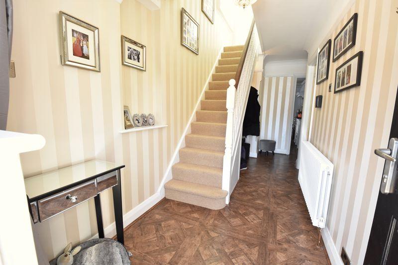 3 bedroom Semi-Detached  to buy in Cutenhoe Road, Luton - Photo 12