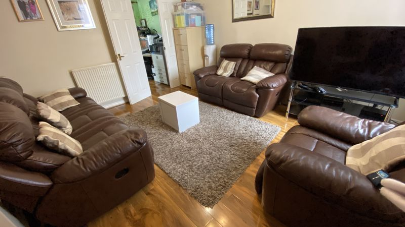 3 bedroom End Terrace to buy in Dunraven Avenue, Luton - Photo 1