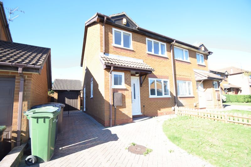 3 bedroom Semi-Detached  to rent in Dexter Close, Luton